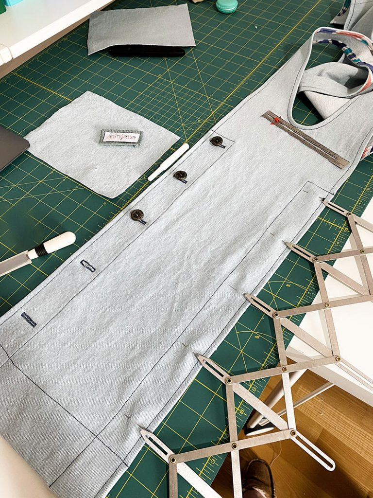 York Pinafore Hack, Using the Button Guage