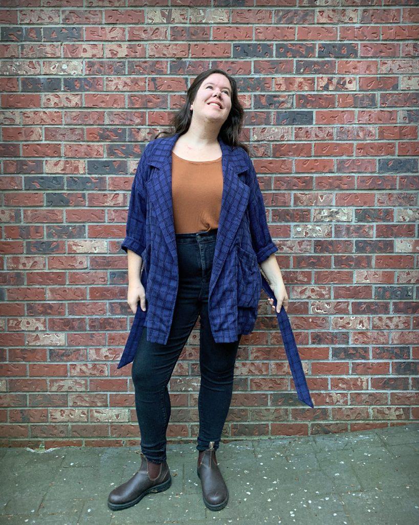 Pona Jacket with Waist Tie in tencel jacquard fabric.