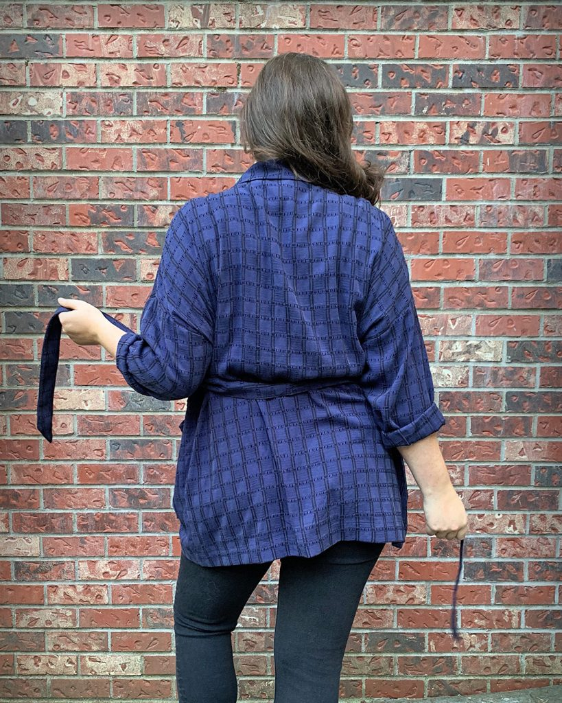 Back view of the Pona with a waist tie.