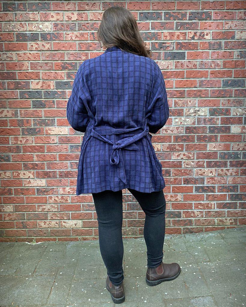 Pona with waist tie, back view.